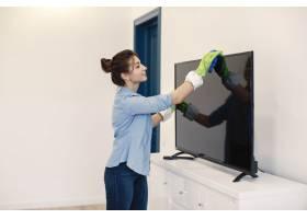 家庭主妇在家工作穿蓝色衬衫的女士女人_1204212401