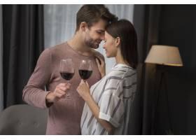 一对情侣有一段柔情的瞬间_667294501
