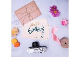 生日快乐样机带信封和复古相机_67251100102