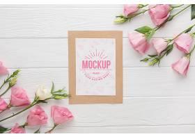 卡片样机平铺一层上面有粉红色的玫瑰花_102955420103