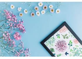 带花卉装饰的镜框样机_35627670102