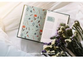 翻开书本和鲜花的春天概念样机_18568420102