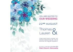 美丽的婚礼请柬上插着蓝色的鲜花_51812400101