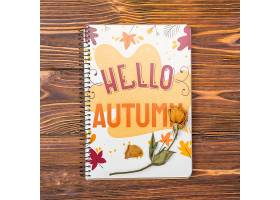 带有问候秋天信息的模拟笔记本_55484560102