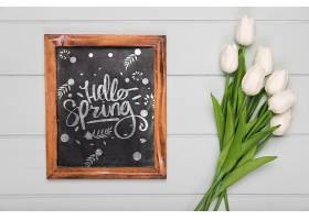 带黑板的郁金香花束俯视图_70118120102