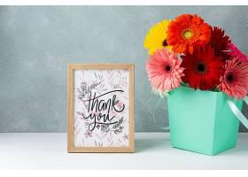 五颜六色的花卉带边框的正视图_55760710102