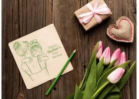 俯瞰带鲜花的母亲节概念_77454610102