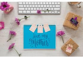 带有母亲节概念的记事本样机_41849510102