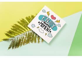 带有热带树叶的方形卡片样机_35981790102