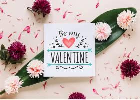 带有花卉情人节概念的卡片样机_37444110102