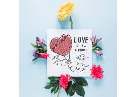 带有花卉情人节概念的卡片样机_37444120102