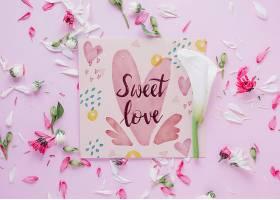 带有花卉情人节概念的卡片样机_37444320102