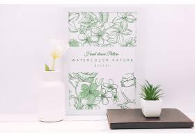 带有花卉装饰和框架样机的书桌构图_89696740102