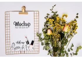 彩妆和花卉样机的顶视图搭配_102803680102