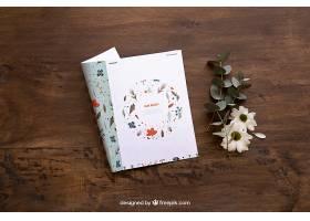 杂志样机和鲜花_16985670102