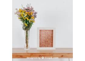 桌子上方有垂直框架和花瓶的弹簧样机_18678540102