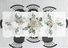 餐桌准备就餐顶部有餐具和装饰性的鲜花_70431470102