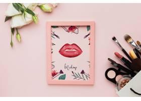 桌子和化妆品上的镜框_57522650102