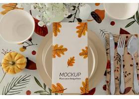 用花瓶和盘子布置感恩节餐桌_108094940104