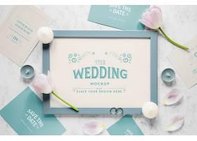 用郁金香和蜡烛铺成的厚厚一层婚礼相框_79391110102