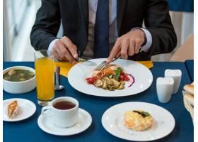 餐桌上的商务午餐总数_602298001