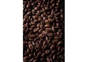 垂直拍摄了很多咖啡豆的背景_1118328601