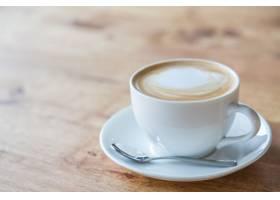 白色杯子里的可口咖啡_97768701