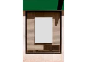带有百叶窗的玻璃窗上的矩形空白广告牌_363082701