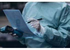 在Covid19疫情爆发期间护士穿着防护服_10167009