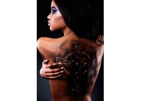高级时尚造型漂亮的美国黑人女子的特写肖_6883399
