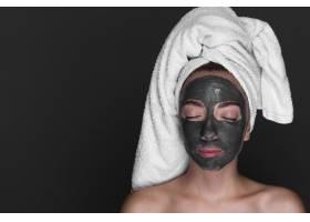 享受皮肤护理的女性_5445362
