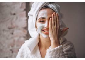 半张脸戴面罩的女子肖像_4410910