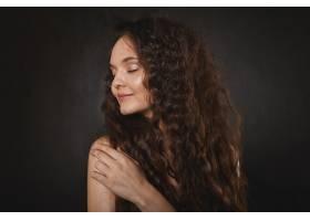華麗的年輕歐洲女模妝容整齊皮膚紅潤_11284326