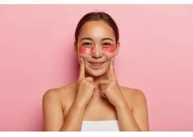 韩国美女特写眼下贴化妆品食指贴在脸颊_11933984