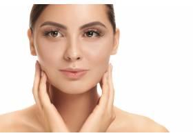 美丽的女性面孔洁白的墙壁上完美洁净的脸_12836915