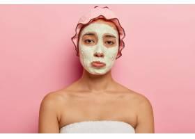 心烦意乱的韩国年轻女性有不满意的悲伤表情_11934032