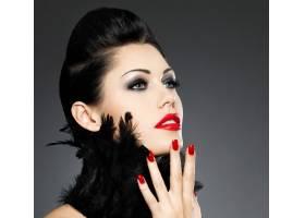红指甲创意发型化妆的时尚美女_10730089