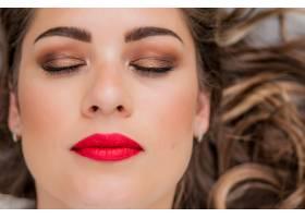 清新的日常妆容和浪漫的波浪式发型的美女模_1192627
