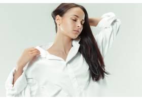我年轻漂亮灰色直播间黑发美女写真_11649017