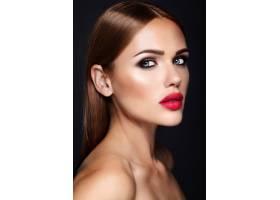 晚妆发型浪漫的美女模特肖像红唇_6766655
