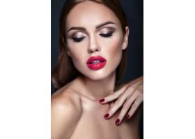 晚妆发型浪漫的美女模特肖像红唇_6766716