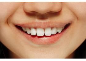 韩国年轻女子的特写肖像女模特的微笑嘴唇_10444759