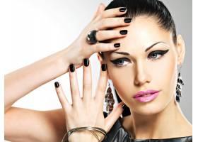 漂亮时尚性感的女人漂亮的脸蛋上有黑_11961776