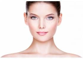 皮肤上有化妆品粉底的年轻漂亮女人美容美_11962078