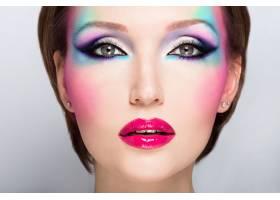 美麗女子時尚亮麗的眼妝性感的紅唇_10881371