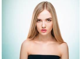 美丽的金发女孩健康的长发_9479277