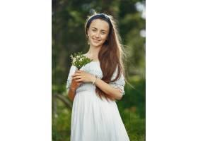 留着长发的女人那神秘穿蓝色连衣裙的女士天性_10706676