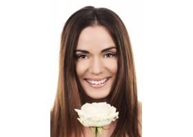 演播室里戴着白玫瑰的可爱女人_10590482