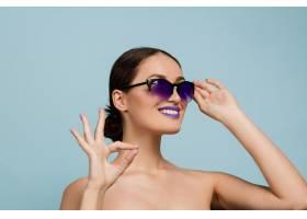 化妝亮麗戴墨鏡的美女肖像時尚時尚的_11649237