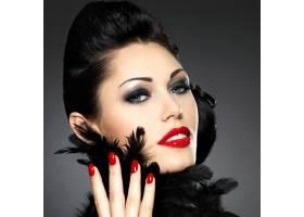 红指甲创意发型化妆的时尚美女_10730100